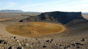 Gore na parte inferior da cratera de um vulcão que fosse extinguido foto de stock royalty free