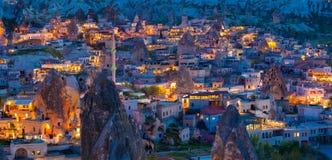 Goreme,卡帕多细亚,土耳其夜视图  库存照片