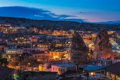 Goreme antycznego miasta widok po zmierzchu, Cappadocia Fotografia Stock