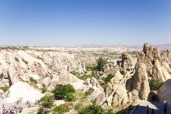 Goreme, Turquia Turistas que visitam o museu do ar livre Foto de Stock Royalty Free