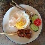Goreng de Nasi com a placa satay da galinha Imagem de Stock Royalty Free