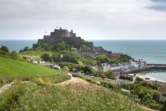 Gorey met mont orgueil kasteel, Jersey Royalty-vrije Stock Fotografie