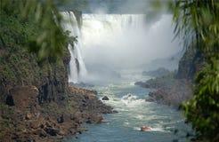 Gorge de Devil´s de cascades à écriture ligne par ligne d'Iguazu Images libres de droits