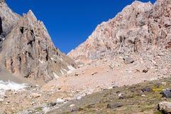 Gorge de montagne sur le fond du ciel Photo libre de droits