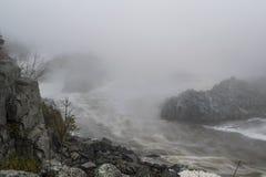 Gorge nuageuse de rivière Photographie stock