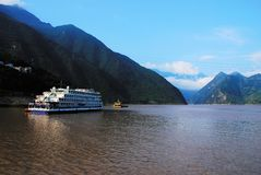 Gorge scenery. Beautiful Yangtze gorges of qutang gorge, the river passes between two mountains, editing, the cloud around the mountain, cruise ships Stock Photo