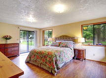 Gorgeous master bedroom with sliding lgass door and hardwood flo Stock Images