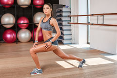 Gorgeous suntanned brunette doing exercises Royalty Free Stock Photography