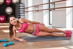 Gorgeous suntanned brunette doing exercises Royalty Free Stock Photos