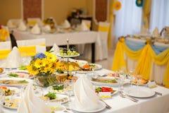Gorgeous wedding decor on table Royalty Free Stock Photos