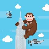 Gorila en un top del vector del arte del pixel de la escuela vieja del rascacielos Foto de archivo libre de regalías