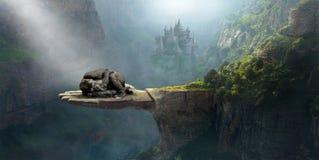 Gorilla di sonno di fantasia, immaginazione, natura, surreale immagine stock libera da diritti