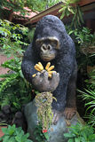 Gorilla statue carrying banana Royalty Free Stock Photos