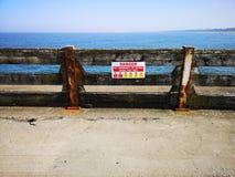 Gorleston海滩危险标志 免版税库存照片