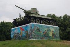 Gorlovka Ukraina - Maj 25, 2019: Sovjetisk behållare av det andra världskriget på en sockel arkivfoto