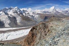 Gorner glaciär och Matterhorn Arkivbild