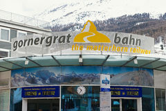 Gornergratbahn火车站的外部签到策马特,瑞士 免版税库存照片