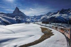 Gornergratspoorweg naar Matterhorn-berg in Zwitserland royalty-vrije stock afbeeldingen
