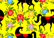 Gorodets que pinta o cavalo preto e o teste padrão sem emenda floral Russi Fotos de Stock Royalty Free