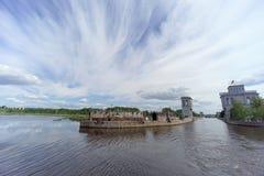 Gorodets, Rússia - 2 de junho 2016 Vista da entrada mais baixa Gorodetsky ao Rio Volga Fotografia de Stock
