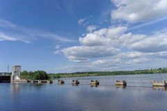 Gorodets, Rússia - 2 de junho 2016 Vista da entrada mais baixa Gorodetsky ao Rio Volga Imagens de Stock Royalty Free