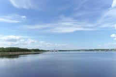 Gorodets, Rosja - Czerwiec 2 2016 Widok górne Gorodetsky bramy Volga rzeka Zdjęcia Stock