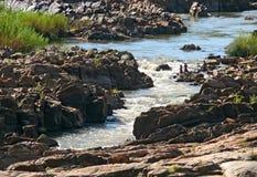 Gorongosa, Mozambique - 8 décembre 2008 : Pêcheurs inconnus f d'hommes Images libres de droits