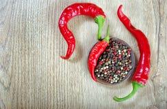 gorzkie opakowaniu pepper gorzki pieprz i mikstura pieprze Kopii przestrzenie Odgórny widok zdjęcia royalty free