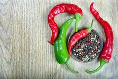 gorzkie opakowaniu pepper gorzki pieprz i mikstura pieprze Kopii przestrzenie Odgórny widok zdjęcia stock