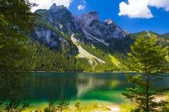 Gosaukamm con il lago Gosausee, alpi, Austria Fotografia Stock