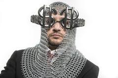 Gospodarka, biznesmen z średniowiecznym katem w metalu i silv, Obrazy Royalty Free