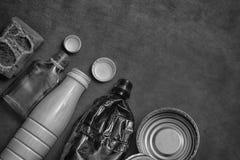 Gospodarstwo domowe odpady - plastikowe butelki, puszki, szklane butelki Zdjęcie Stock