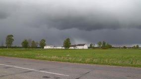Gospodarstwo rolne na deszczowym dniu zbiory