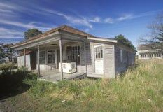 Gospodarstwo rolne zaniechany drewniany dom Obraz Royalty Free