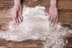 Gospodyni domowa kulebiaka domu kuchni wypiekowa chlebowa mąka Fotografia Royalty Free