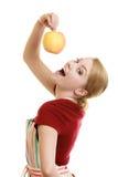 Gospodyni domowa w kuchennej fartuch ofiary jabłczanej zdrowej owoc obraz royalty free