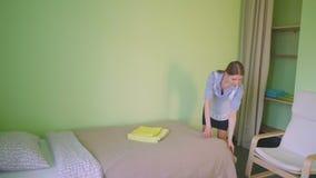 Gosposi usługa łóżko w hotelu zbiory