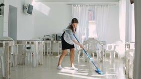 Gosposia myje podłoga zbiory wideo
