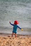 Gosse à la plage Photographie stock
