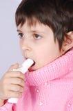 Gosse avec l'inhalateur Photo libre de droits