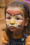 Gosse avec le visage coloré par réception Photographie stock