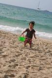 Gosse de plage Photographie stock libre de droits