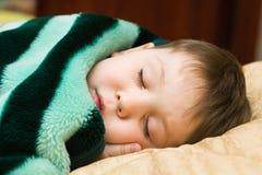 Gosse de sommeil Photo stock