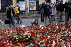 Gosse donnant l'hommage à Vaclav Havel Image libre de droits