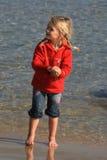 Gosse jouant à la plage Photographie stock libre de droits
