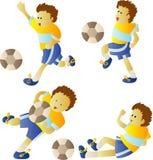 Gosse jouant au football Images stock