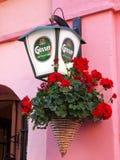 Gosser öllogo på en gatalykta Royaltyfria Bilder