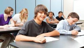 Gosses d'école dans la classe - drapeau large Images libres de droits