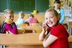 Gosses dans la salle de classe Image libre de droits