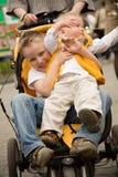 Gosses dans une voiture d'enfant Photo libre de droits